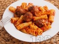 Рецепта Печени макарони (паста) с малки кюфтенца и доматен сос на фурна